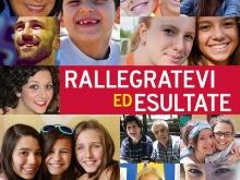 Volti di ragazzi e adulti gioiosi nel manifesto Azione Catttolica 2016-2017
