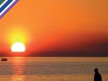 in copertina del sussidio del tema associativo un pescatore in attesa sulla banchina. Sullo sfondo un tramonto