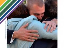 in copertina del sussidio del tema associativo un abbraccio fraterno tra persone