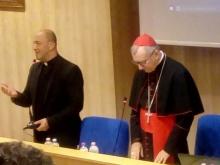don Alfonso Giorgio saluta il cardinale Parolin
