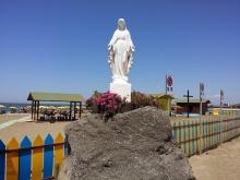 statua Madonnina bianca all'ingresso della stabilimento spiaggia Focene
