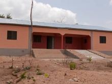 In foto l'ambulatorio in fase di avvio in Togo